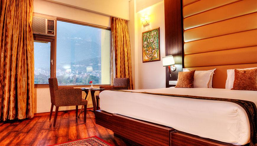 http://grandmumtaz.com/wp-content/uploads/2019/02/hotel-lemon-tree-katra-4.jpg
